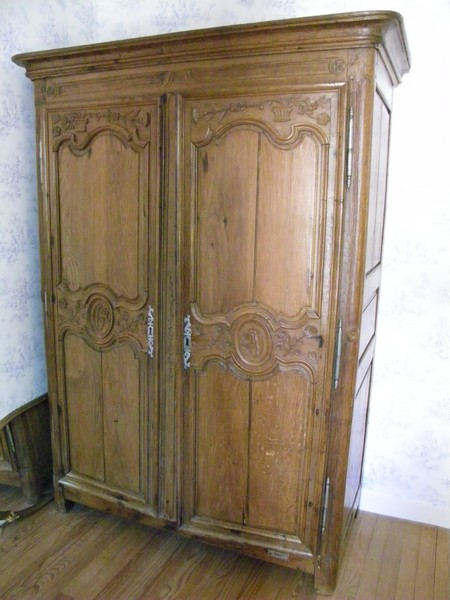 armoire designe armoire normande relooker armoire ancienne armoire normande sculptuee with. Black Bedroom Furniture Sets. Home Design Ideas